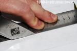 Проведение линии ножом, между размеченными рисками